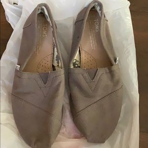 NEW TOMS GRAY CANVAS FLAT LOAFERS SLIP ON SHOES